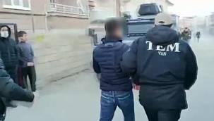 Van'da 27 kişiye eylem operasyonu - Taş, Molotof, Havai fişek ve EYP - VİDEO
