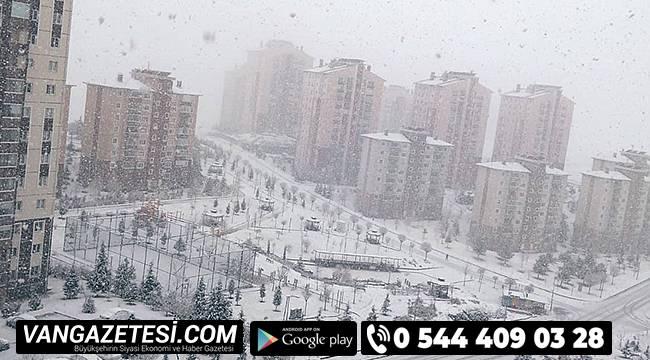 Meteoroloji'nin peş peşe yaptığı uyarılardan sonra kar yağışı başladı.