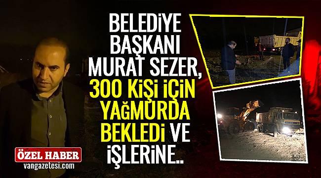 Belediye başkanı Murat Sezer, 300 kişi için yağmurda bekledi ve işlerine…