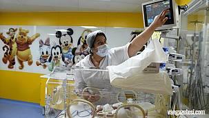 Dünyanın konuştuğu kadın dokuz bebek doğurdu