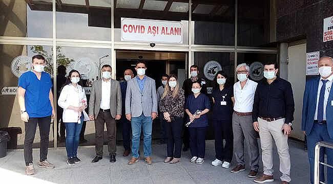 Müdür'den hastane personeline Hemşireler Günü ziyaret