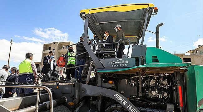 Van'a ekonomik ve daha kaliteli olan beton yol yapına başladı