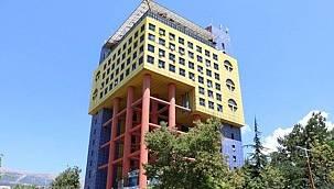 Google sonunda istediğini başardı, Dünya'nın en saçma binası yıkılıyor