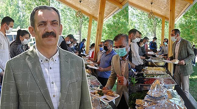 Gürpınar'da yüzlerce genç, kahvaltıda buluştu