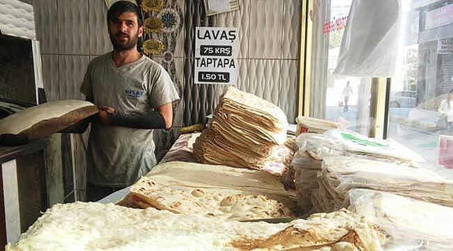 Van'da bu lavaşçı günlük 2 bin lavaş ekmek üretiyor