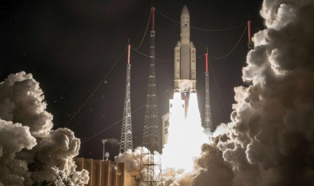 Şıncou-13 mekiği uzay istasyonunda