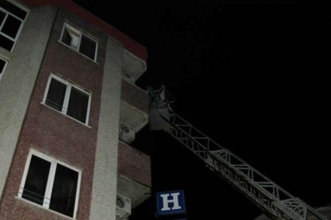 18 Kişi Yanan Otelde Mahsur Kaldı