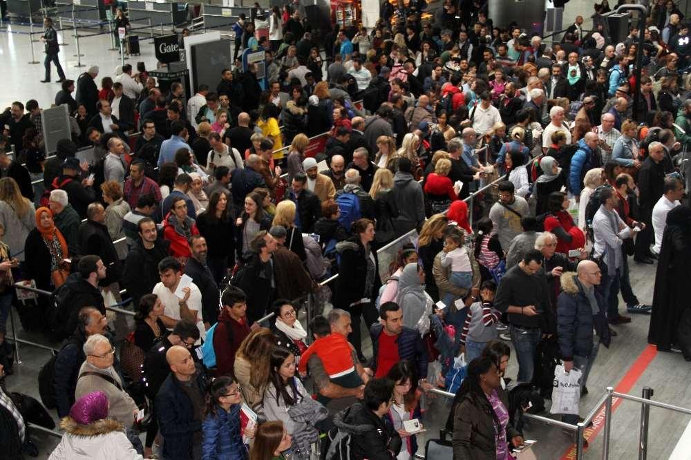 Atatürk Havalimanı'nda Sistem Durdu!