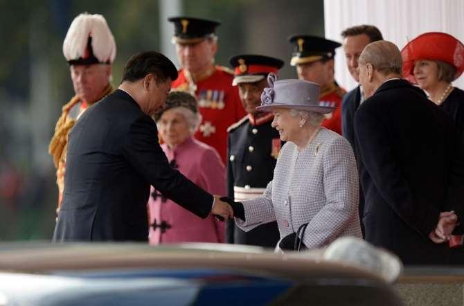 Çin Devlet Başkanını Kraliçe Karşıladı