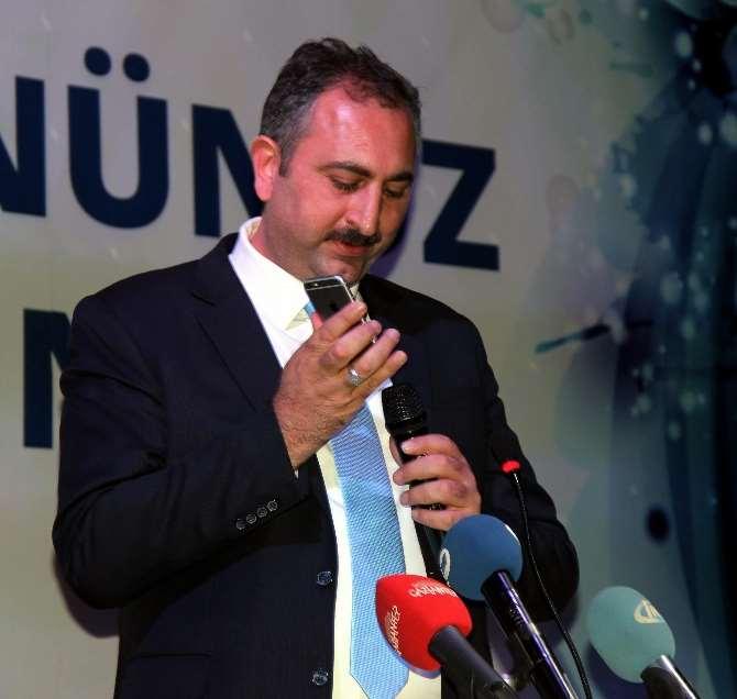 Davutoğlu, Müjdeyi Cep Telefonundan Verdi