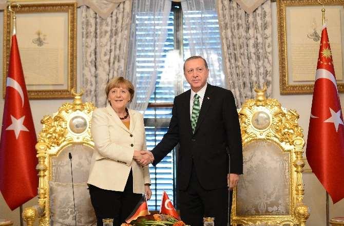 Erdoğan İle Görüşen Merkel: Çok Faydalı Geçti