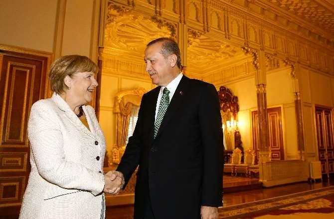 Erdoğan, Merkel'le Bir Araya Geldi