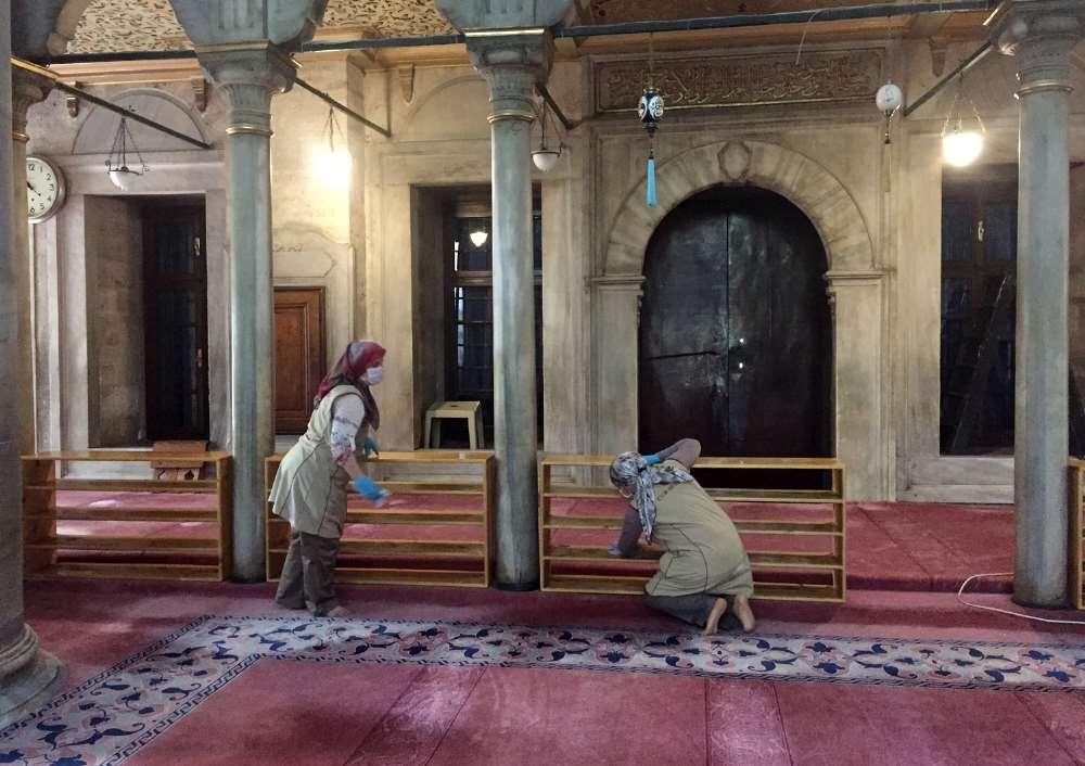Eyüp Sultan Camii Gül Suyuyla Yıkandı