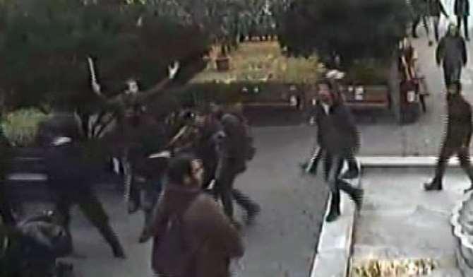 İstanbul Üniversitesi'ndeki Sopalı Kavga Kamerada