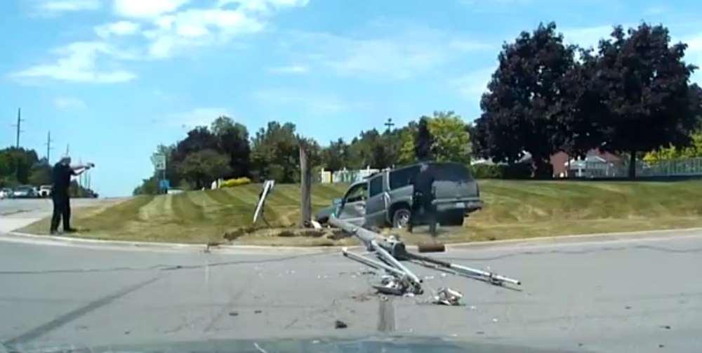 Kadın Sürücünün Polisten Kaçışı Direkte Son Buldu