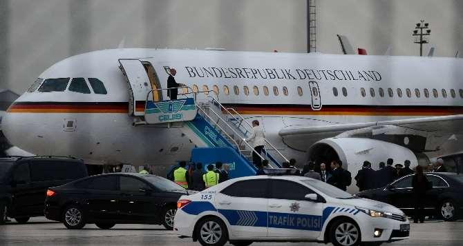 Merkel Almanya'ya Döndü