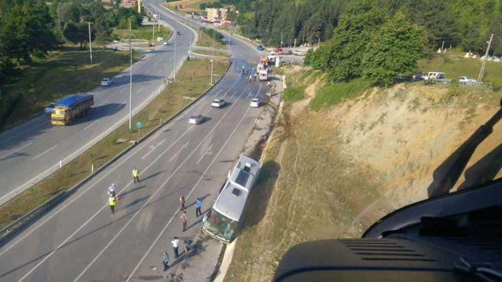 Otobüs Refüje Çarptı: 40 Yaralı