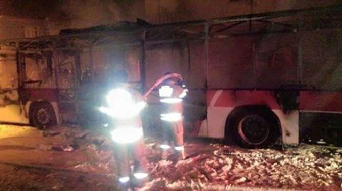 Pkk'lılar İzmir'de Yolcu Dolu Otobüsü Yaktı