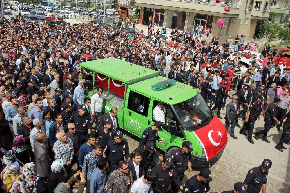 Şehit Polisin Cenazesinde Gözyaşları Sel Oldu