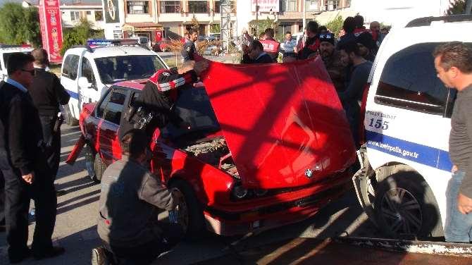 Şüpheli Araç Paniği: 2 Polis Yaralandı