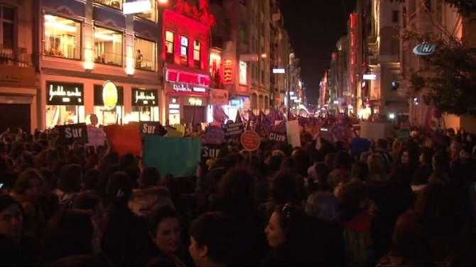 Taksim'de Düdüklü Kadınlar Günü Yürüyüşü