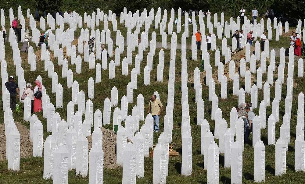 Tam 21 Yıl Oldu: 8372 Katledilmişti !