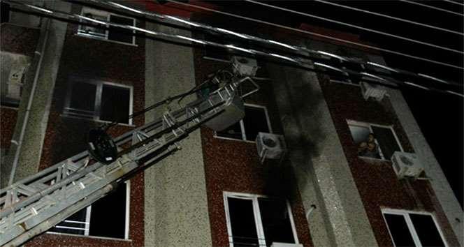 Yanan Otelde Mahsur Kalan 18 Kişiyi İtfaiye Kurtardı