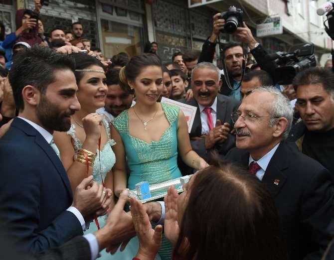 Yüzüklerini Kılıçdaroğlu Taktı