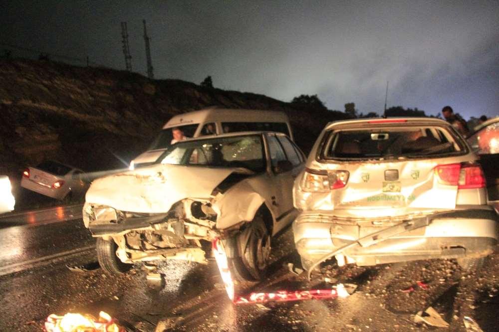 Zincirleme Kazalar Peş Peşe Geldi: 3 Ölü, 13 Yaralı