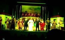 Van Devlet Tiyatrosu Yedekçi ile sahnede...