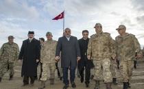 Zorluoğlu, Tendürek Dağı'nda Mehmetçik'le iftar açtı
