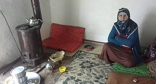 Van'da o aile böyle ağlattı - Van'da harabe gibi evde oturan çift yetkililerden yardım bekliyor