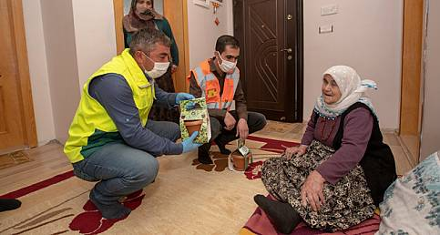 Van'ın ipekyolu belediyesinin ilk mahsulleri hediye edildi