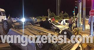 Van haber, Van'da 3 araç birbirine girdi - Olay yerinde korku dolu anla kazası - 4 yaralı