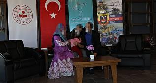 Ailesiyle görüşen PKK/KCK terör örgütü böyle görüntülendi - Van'da 31 örgüt mensubu teslim oldu
